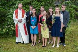 überraschung der familie bei konfirmation